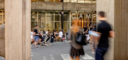 Pražský CAMP se znovuotevírá. Na léto plánuje živý venkovní program