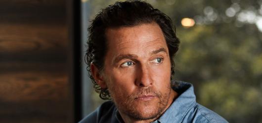 Další Holky z červeného gauče, nový Odell i McConaugheyho zpověď. Přinášíme kulturní tipy na týden od 19. do 25. července