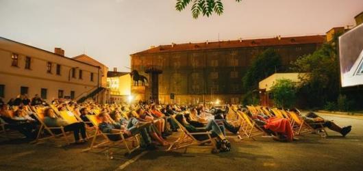 Kam za filmy na čerstvém vzduchu? Letní kina v Praze zahajují sezónu