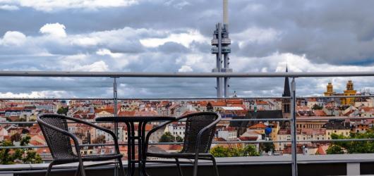 Drink s nejlepším pohledem na Prahu. Kam do kavárny a na vyhlídku zároveň?