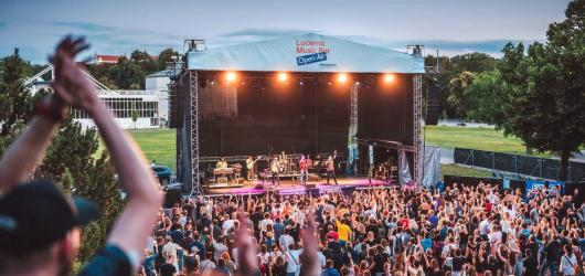Lucerna Music Bar chystá další Open Air. Od června startují koncerty pod širým nebem