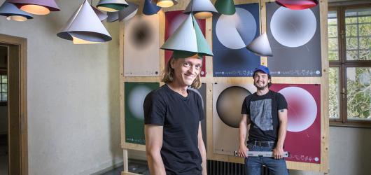 Design je ve vás. Duo Herrmann & Coufal prezentuje DIY produkty v brněnské Jurkovičově vile