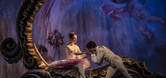 Pohádkový balet o zakleté princezně Spící krasavice uvede Národní divadlo online a zdarma