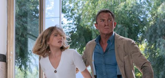 Jak nezmizet po anglicku. Craigův James Bond se v Není čas zemřít rozloučil s odvahou i vědomím, že nastal čas