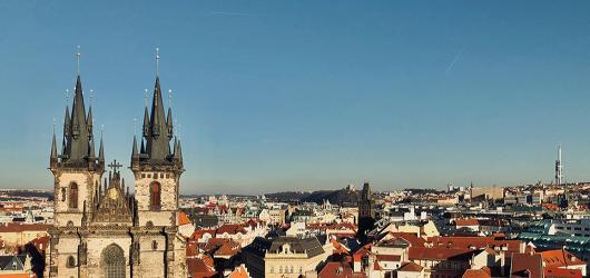 Praha zblízka. Letní program v CAMPu láká na vycházku s Jankem Rubešem i architektonické pub kvízy