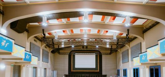 Prvorepublikové kino Vzlet přivítá první návštěvníky divadlem, hudbou i programem pro děti