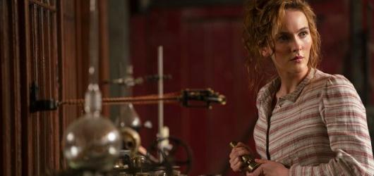 HBO uvede nový sci-fi seriál Viktoriánky Josse Whedona, tvůrce Buffy nebo Avengers