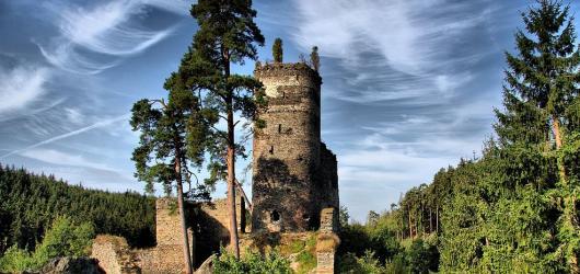 Pověsti z hradů a zámků: Plzeňským krajem za ušatým Radoušem, bílou paní i zhýralým mnichem