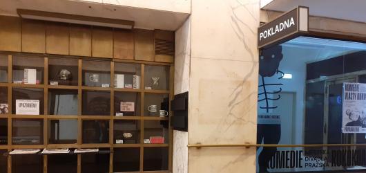 Kafkovy povídky v podání čtyř performerů. Vystoupení mohou sledovat kolemjdoucí v centru Prahy