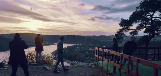 Kapela Zrní předává poselství bezdomovce v novém singlu Inaugurace