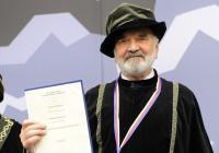 Zdeněk Svěrák získal čestný doktorát za přínos české literatuře