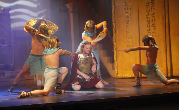 Rok 2015 začne v divadle Broadway uvedením legendární Kleopatry