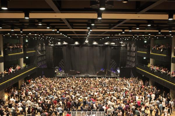 Forum Karlín půl hodiny před koncertem Years&Years