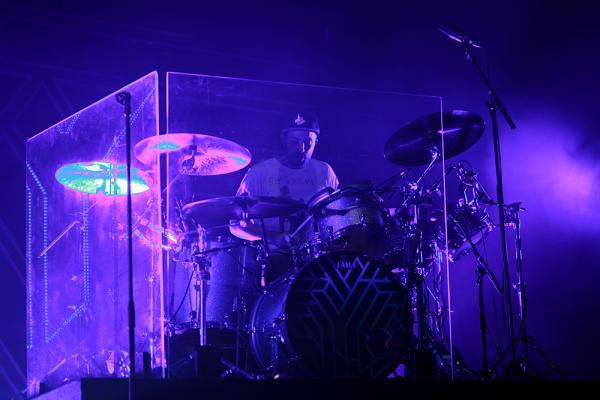 bubeník Dylan Bell