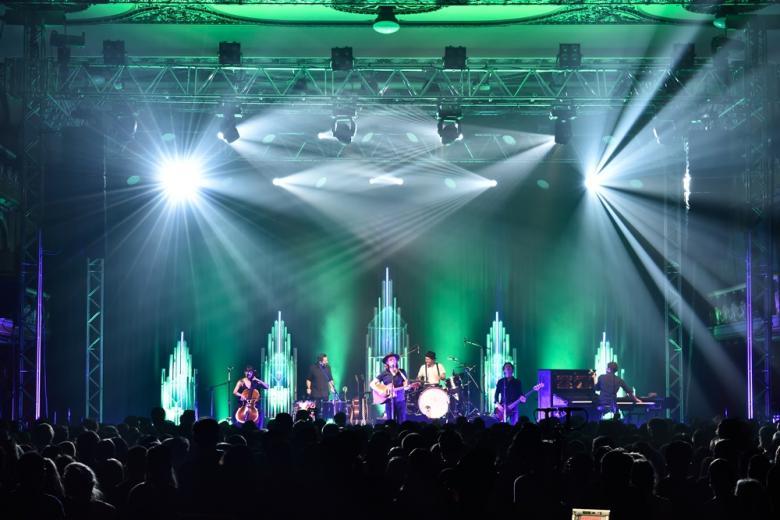 The Lumineers zahráli poprvé v Praze. Aplaudovala jim vyprodaná Lucerna