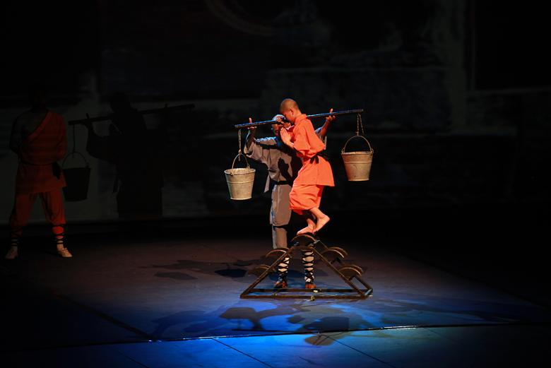 Čínští mniši z Shaolinu předvedli v Praze neuvěřitelnou podívanou