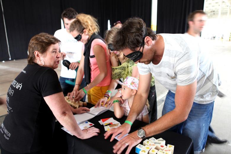 CeliakiFest zaplnil plzeňskou Papírnu. Nechyběla ani Neviditelná výstava a Mydy Rabycad