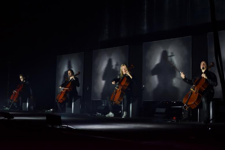 Mistři se smyčci natřikrát. Apocalyptica v Praze oslavila dvacetiletou poctu písním Metallicy