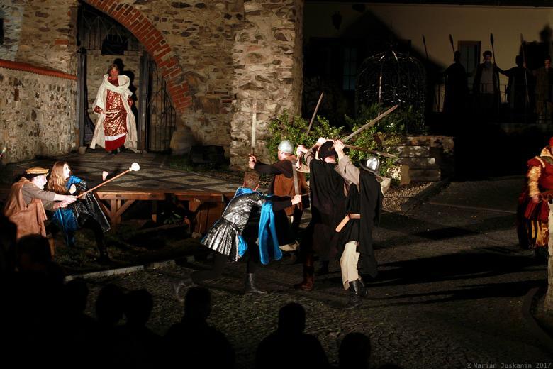 Noc na Karlštejně na hradě Hněvín