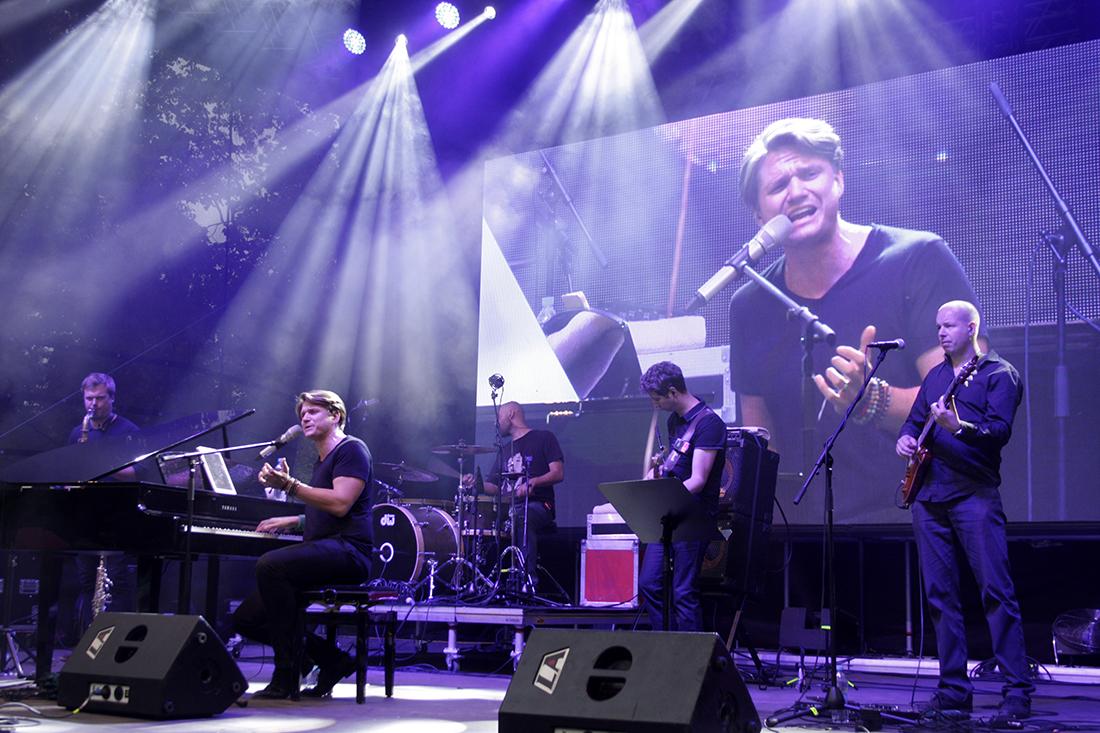 Ondřej Gregor Brzobohatý s kapelou. Foto: Adam Skalník