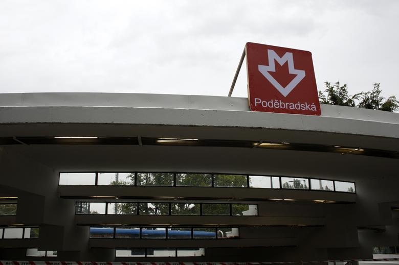 Stanice metra Poděbradská. Foto: Adam Skalník