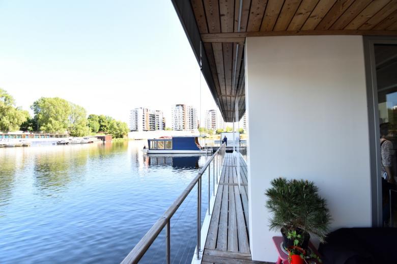 Zájemci se mohli projít i unikátním houseboatem. (Foto: Barbora Bittnerová)