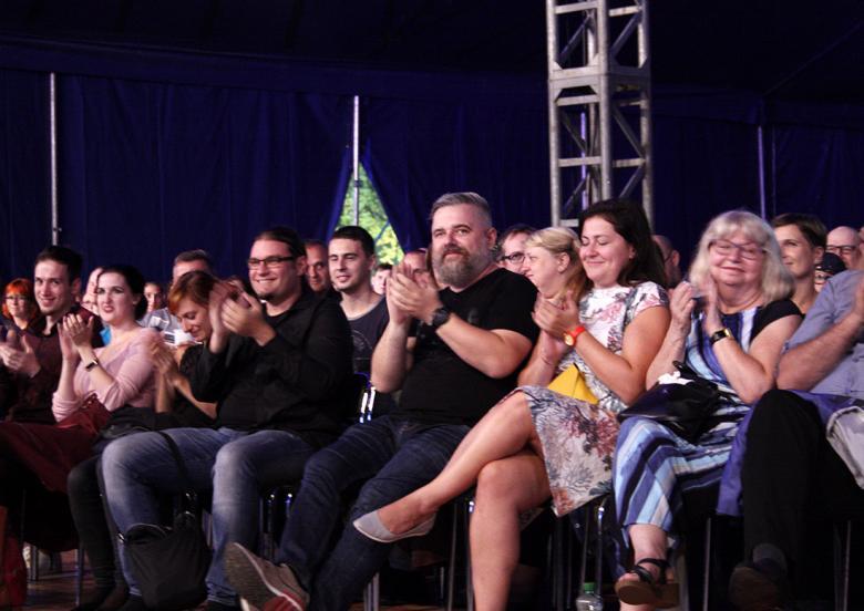 Na koncert hudby ke Kingdom Come: Deliverance dorazil i autor hry Daniel Vávra (uprostřed). Foto: Adam Skalník