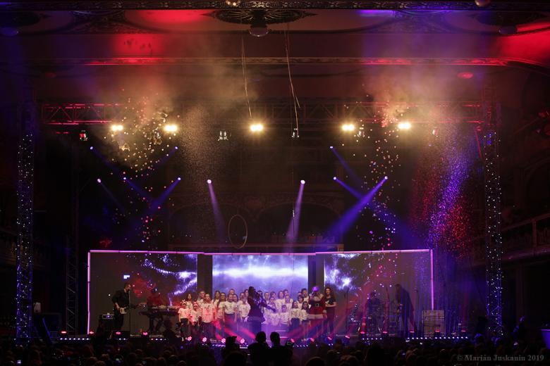 Charitativním koncertem Olgy Lounové začal advent v Lucerně