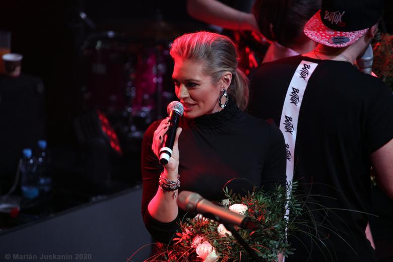 Moderátorka Lucie Borhyová se aktivně podílela na programu koncertu
